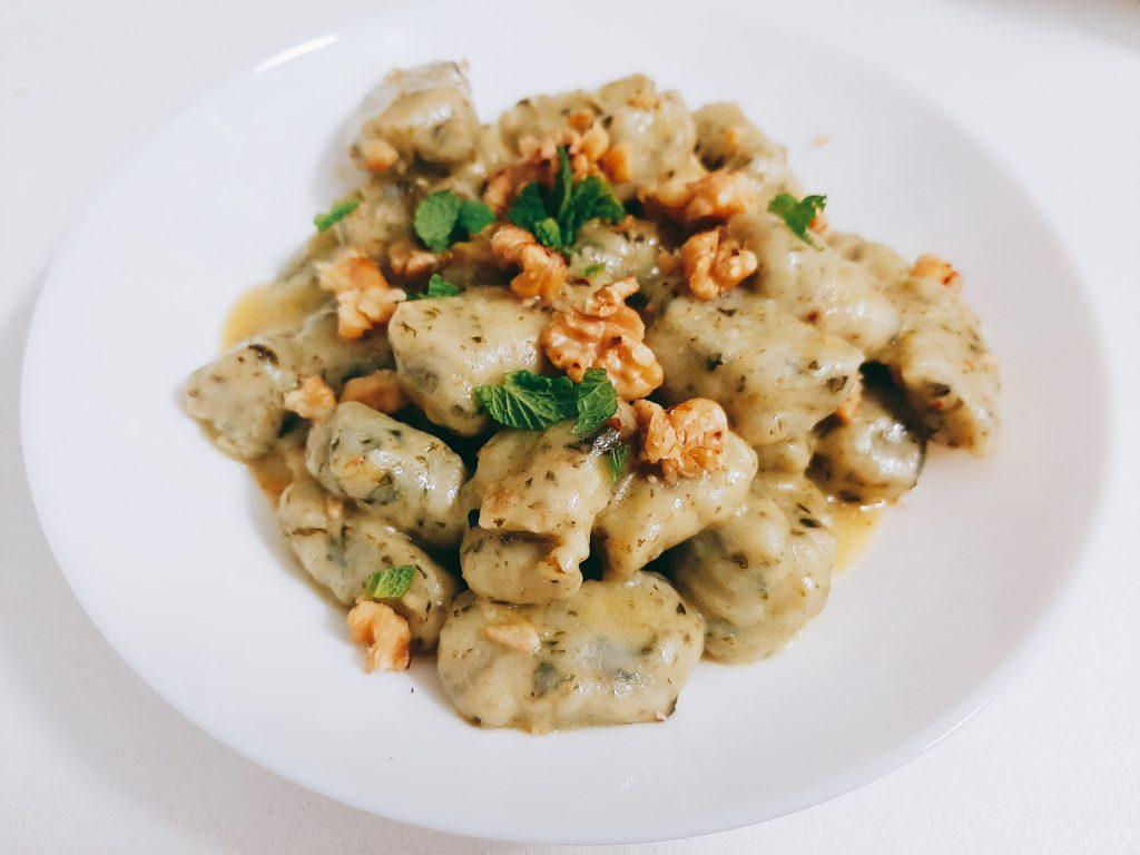 Itališki bulvių virtinukai gnocchi su špinatais