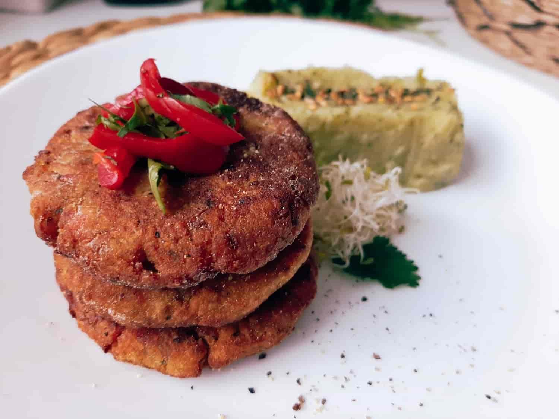Daigintų lęšių maltinukai su brokolių-bulvių koše